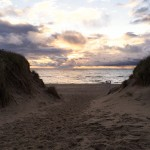 Strandaufgang bei Sonnenuntergang