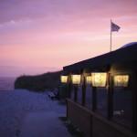 Strandrestaurant bei Nacht