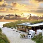 Strandrestaurant im Sonnenuntergang